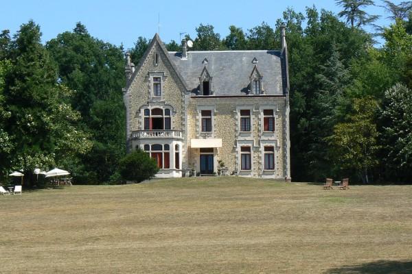 chateau-la-thuiliere-dordogne-france